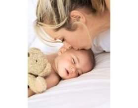 Денний сон у немовляти фото