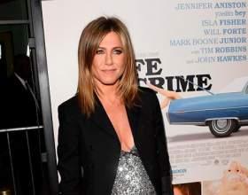 Дженніфер еністон не приховує свою вагітність фото