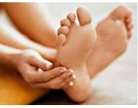 Грибок стопи і пальців ніг фото