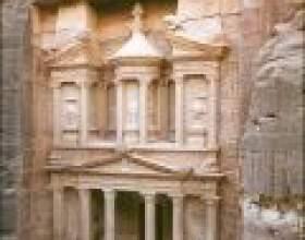 Місто петра - пам'ятка йорданії фото