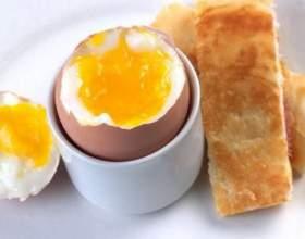 Яйця в мішечок. Як правильно зварити? Які яйця корисні? фото