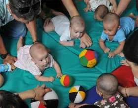 Цей довгоочікуваний момент, коли дитина починає повзати! фото