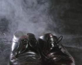 Як позбутися від запаху поту у взутті? фото