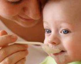 Як навчити дитину їсти з ложки і інших столових приборів фото