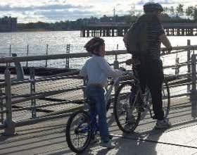 Як навчити дитину кататися на велосипеді без страху? фото