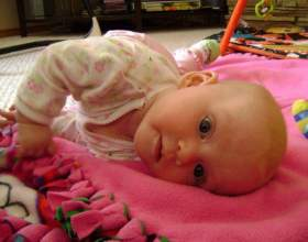 Як навчити дитину перевертатися на живіт і спину? фото