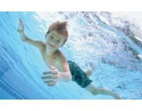 Як навчити дитину плавати в 5 років фото