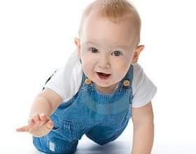 Як навчити дитину повзати і чи треба це робити фото
