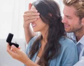 Як носити помолвочное кільце фото