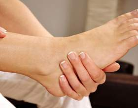 Як очистити п'яти від ороговілої шкіри: краса ніжок фото
