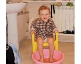 Як правильно парити ноги дитині? фото