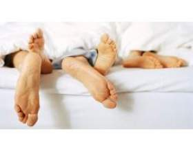 Як привчити дитину спати окремо фото