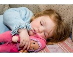 Як вкласти дитину спати вдень? фото
