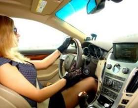 Жінка за кермом автомобіля: перший день на дорозі фото