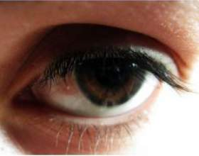 Червоні судини в очах фото