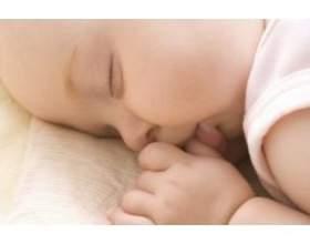 Міцний і здоровий сон новонародженого фото