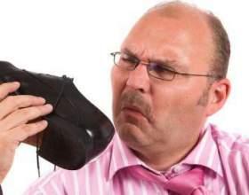 Купили взуття з запахом? Підкажемо, як прибрати запах з взуття! фото