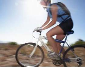Чи можна схуднути, катаючись на велосипеді? Можна, тільки повільно фото