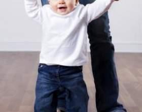 Наші ніжки ходять по доріжці, коли дитина починає ходити фото