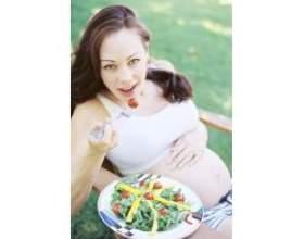 Особливості харчування вагітних жінок фото