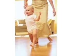 Перші кроки дитини для всіх батьків - важлива подія фото
