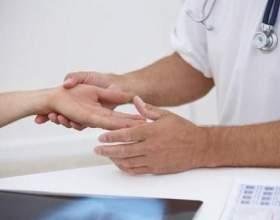 Чому відбувається поколювання в пальцях рук? фото