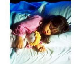 Чому дитина погано спить вночі? фото