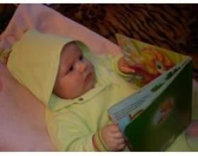 Розвиток дитини до року, читання з пелюшок фото