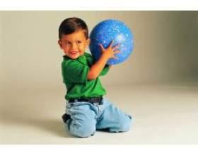Розвиваючі дитячі ігри з м'ячем фото