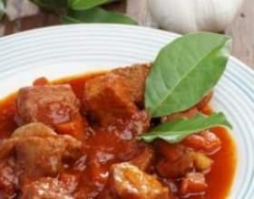 Рецепт гуляшу зі свинини і овочів фото