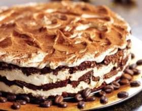 """Рецепт торта """"тірамісу"""" - ласощі з наповнювачем з кави і лікеру фото"""