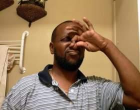 З чим пов'язаний неприємний запах з носа? фото