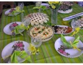 Сервіровка столу для святкової вечері фото