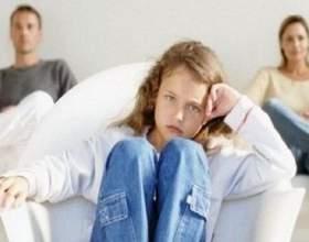 Синдром гіперопіки: 5 ознак неспокійних батьків фото