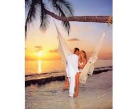 Весілля на острові в купальниках фото