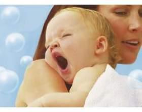 Заколисування немовлят перед сном фото