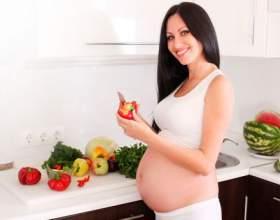 Лікарі назвали причини, за якими вагітним не можна їсти смажену їжу фото