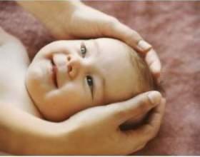 Турбота про малюка за допомогою дотиків фото